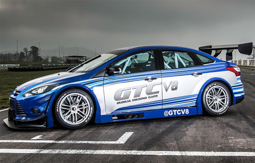 V8-500bhp-Focus-Sedan-02
