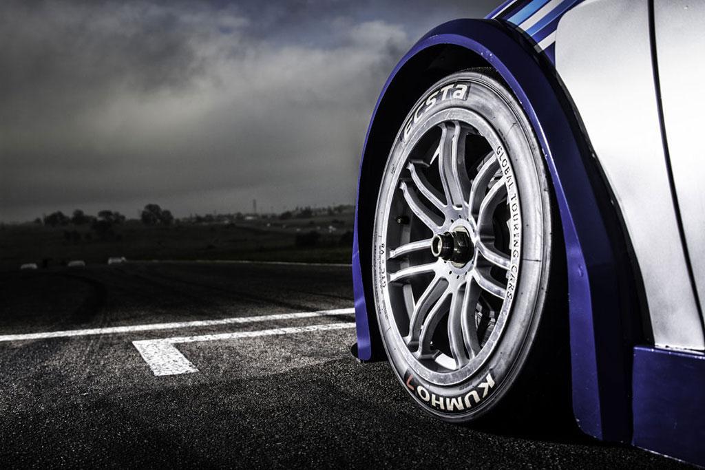 V8-500bhp-Focus-Sedan-06