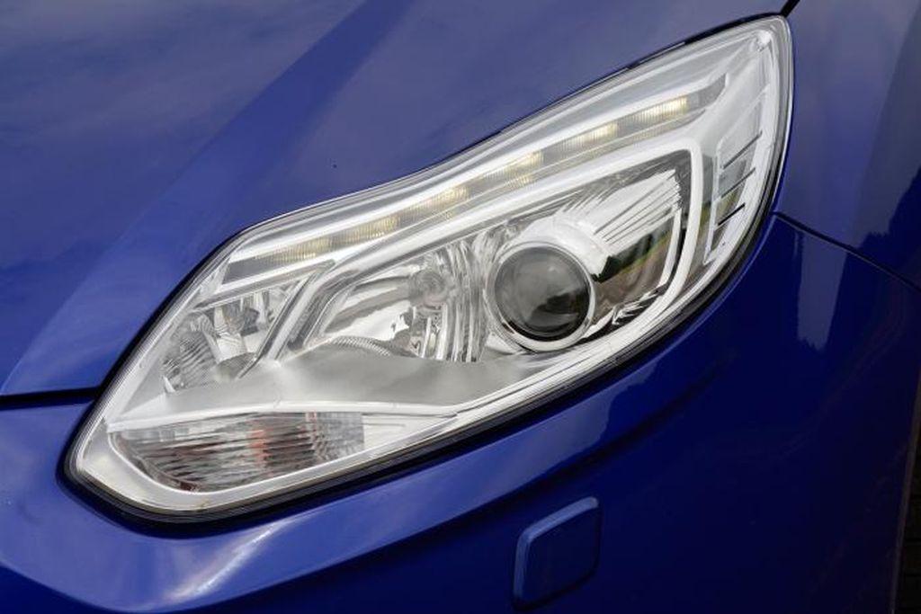 focus-st-5-headlight