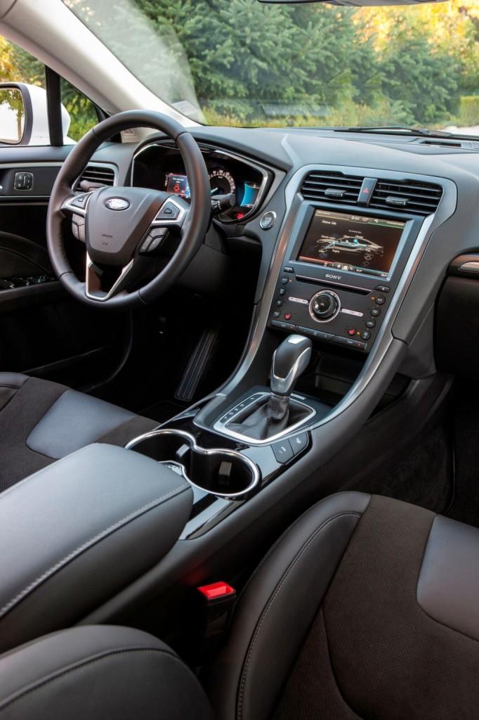 Mondeo 2014 EcoDrive Hybrid_05