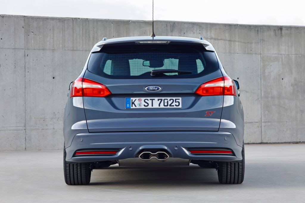 Focus ST Estate review-01