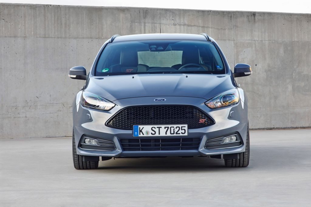 Focus ST Estate review-02