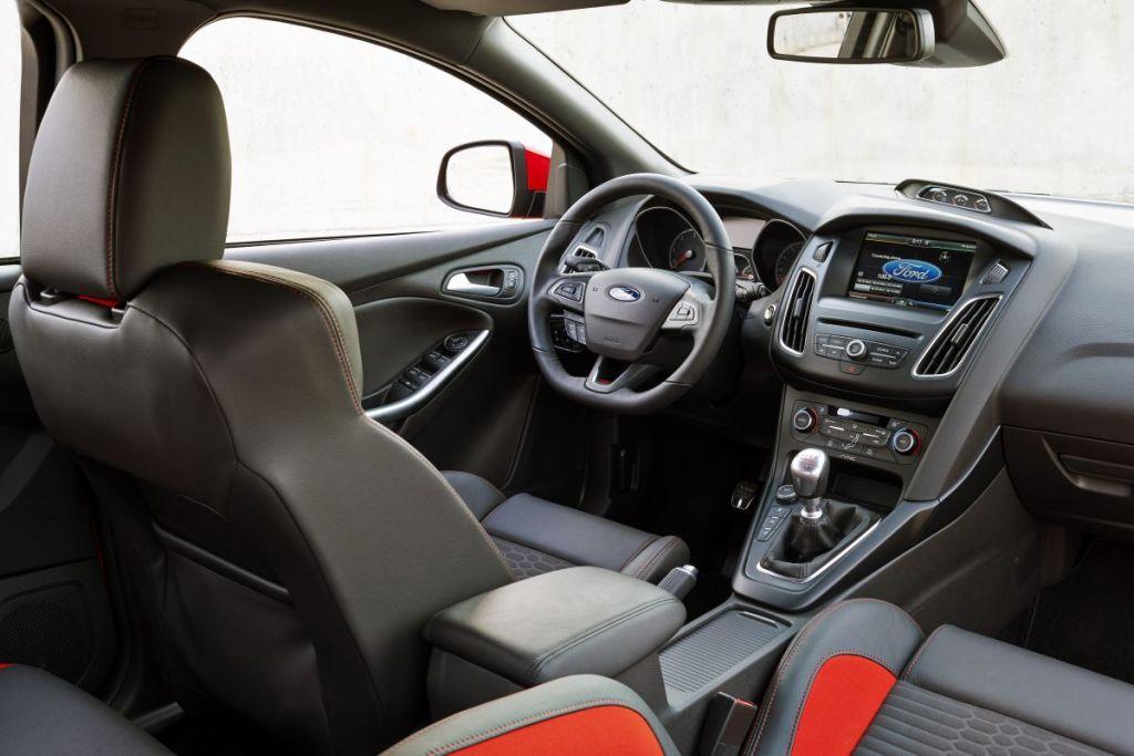 Autoweek test Focus ST Diesel-04