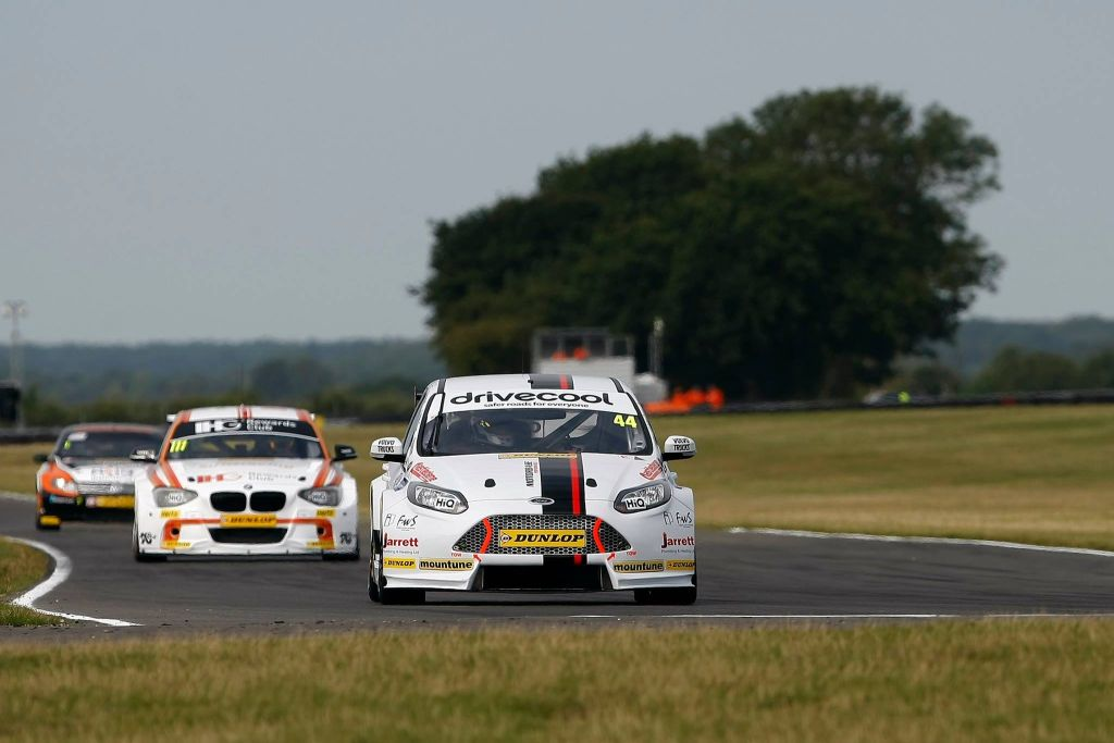 BTCC Motorbase Performance Team at Snetterton 2015