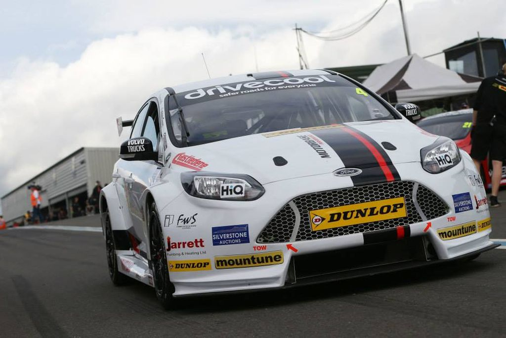 BTCC Motorbase Performance at Knockhill