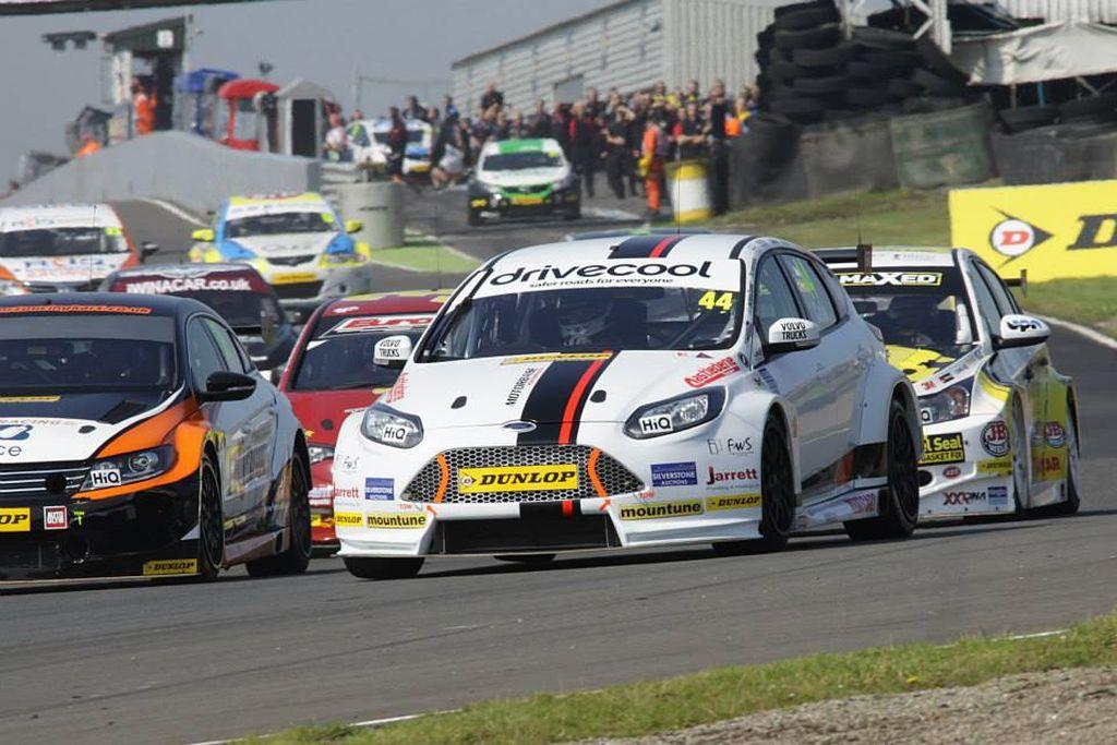 BTCC Motorbase Performance at Knockhill