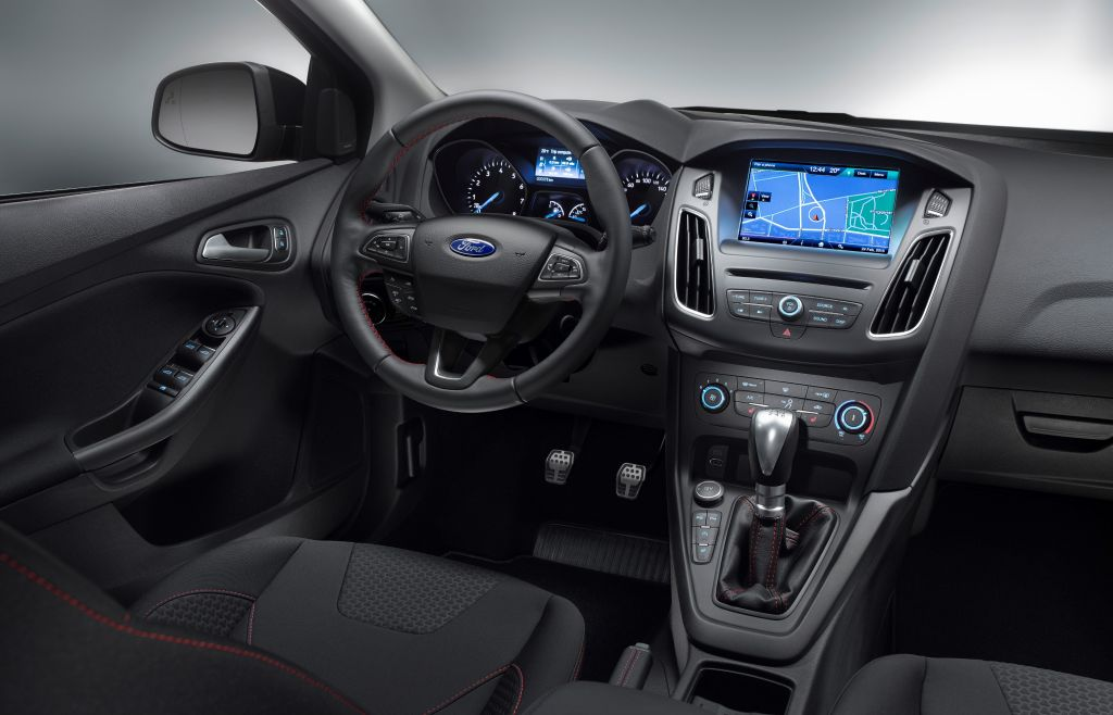 2015 Ford Focus Red & Black
