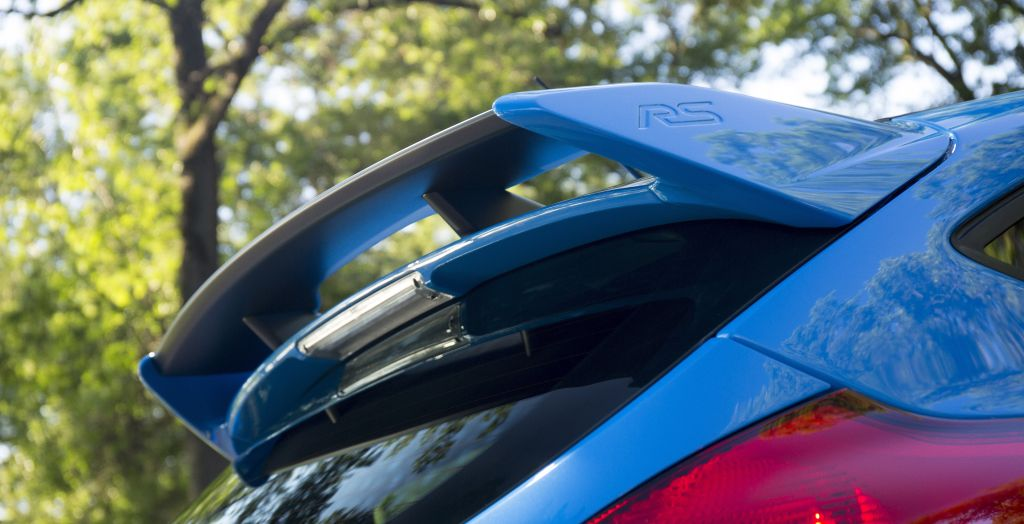 The distinctive roof spoiler of the all-new 2016 Focus RS is integrated with the car'€™s silhouette through body-colored side panels featuring a subtle embossed RS logo.