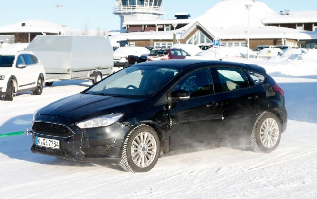 2018 Ford Focus test mule spotted-03