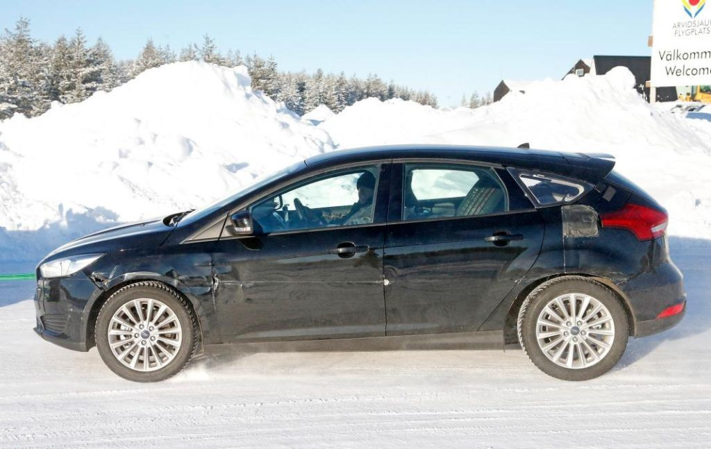 2018 Ford Focus test mule spotted