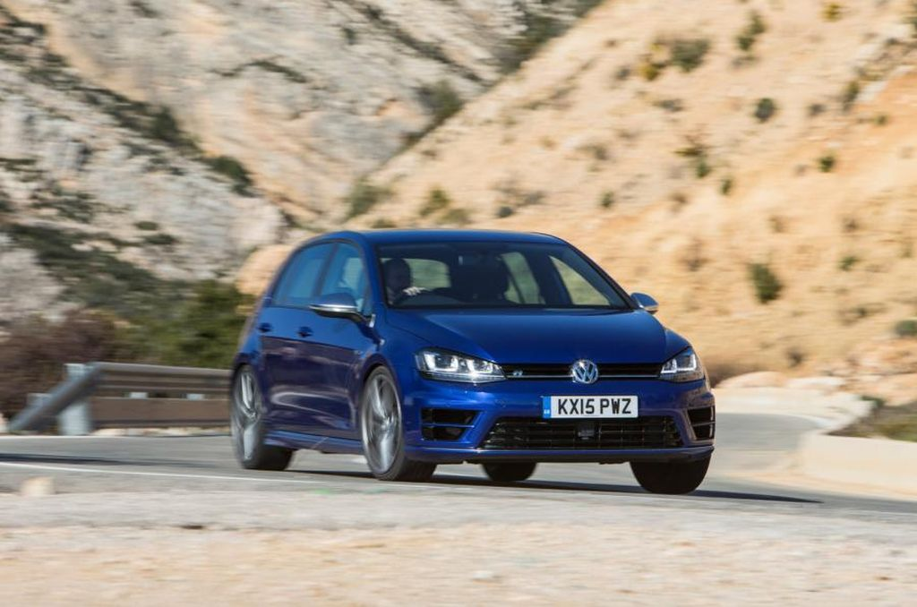 2016 Ford Focus RS vs VW Golf R