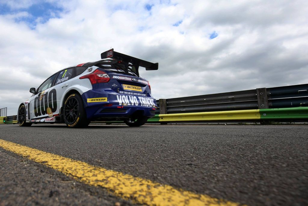 2016 Motorbase Performance Team - Croft