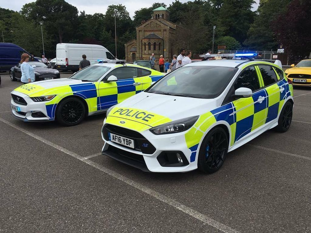 UK Police 2016 Ford Focus RS and Ford Mustang