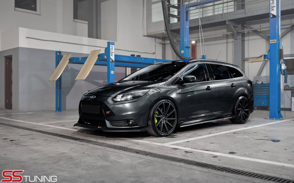 Ford Focus St Wagon With Ss Tuning Splitter Kit And Rear