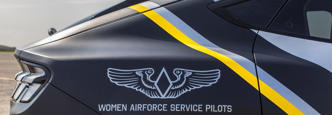 Ford eert vrouwelijke Airforce Service-piloten met aangepaste Mustang Mach-E 2021